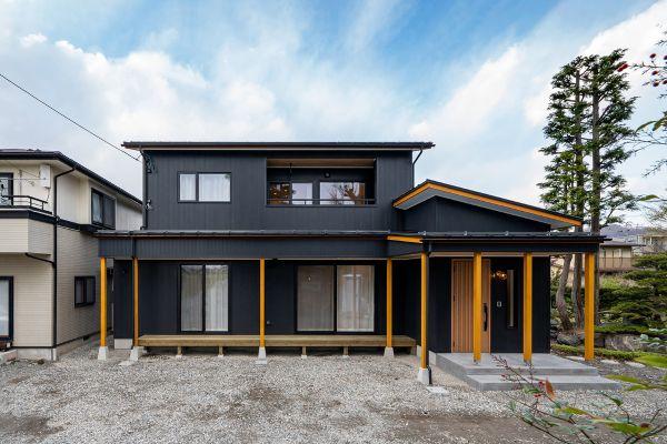 黒ガルバリウムのスタイリッシュな和モダンのお家 | ココチエ一級建築士事務所
