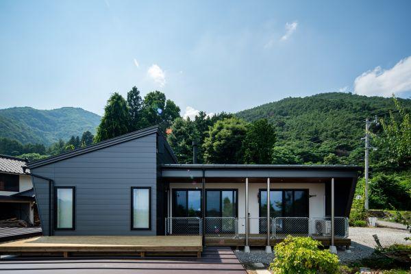 「松本平を望む薪ストーブと通り土間のある平屋のおうち」 | ココチエ一級建築士事務所